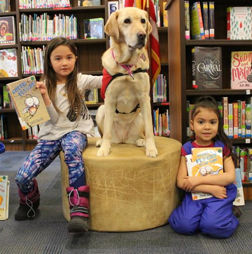 students reading with Bella