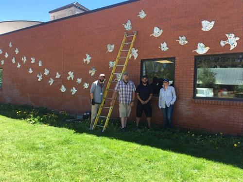 Birds in Flight at Hailey Elementary    Aves en vuelo en la Primaria Hailey