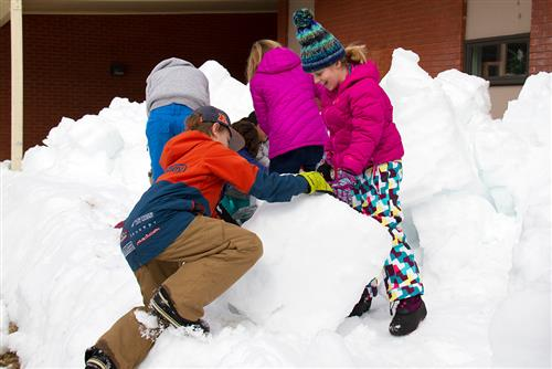 Hailey Students building snow forts