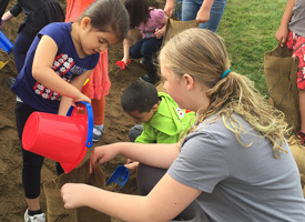 Bellevue students filling sandbags