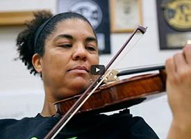 World-Class Cellist Changes Tempo to Teach Idaho Kids