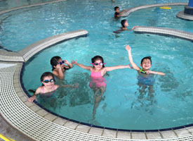 students in swimming pool with goggles